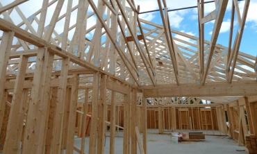 Protección contra el fuego con barniz intumescente para estructuras de madera